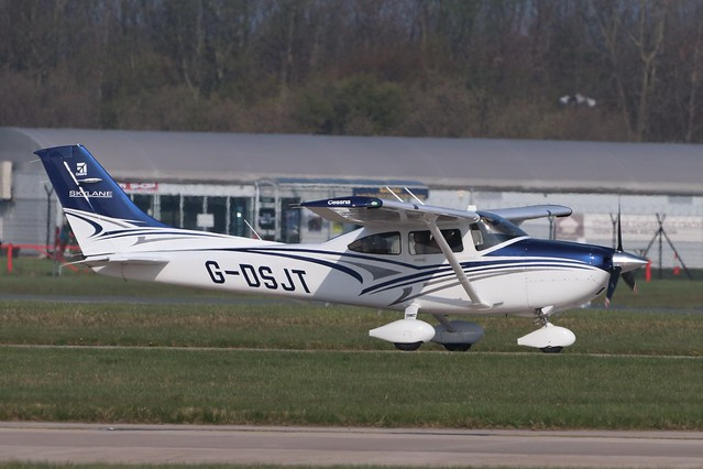 Cessna 182T Skylane G-DSJT