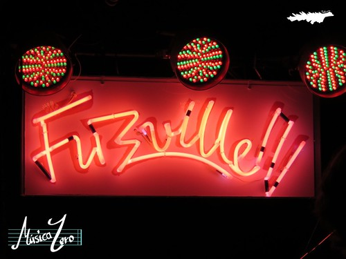 Terrier + Mujeres (Fuzzville)