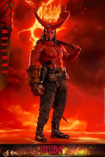 誠意滿滿的精緻細節與豐富配件!! Hot Toys - MMS527 -《地獄怪客:血后的崛起》地獄怪客 Hellboy 1/6 比例人偶作品