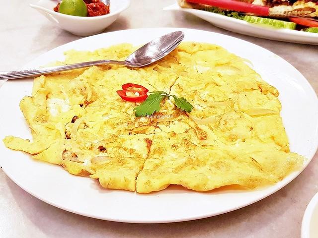 Telur Chinchalok / Egg Omelette With Fermented Shrimp Sauce