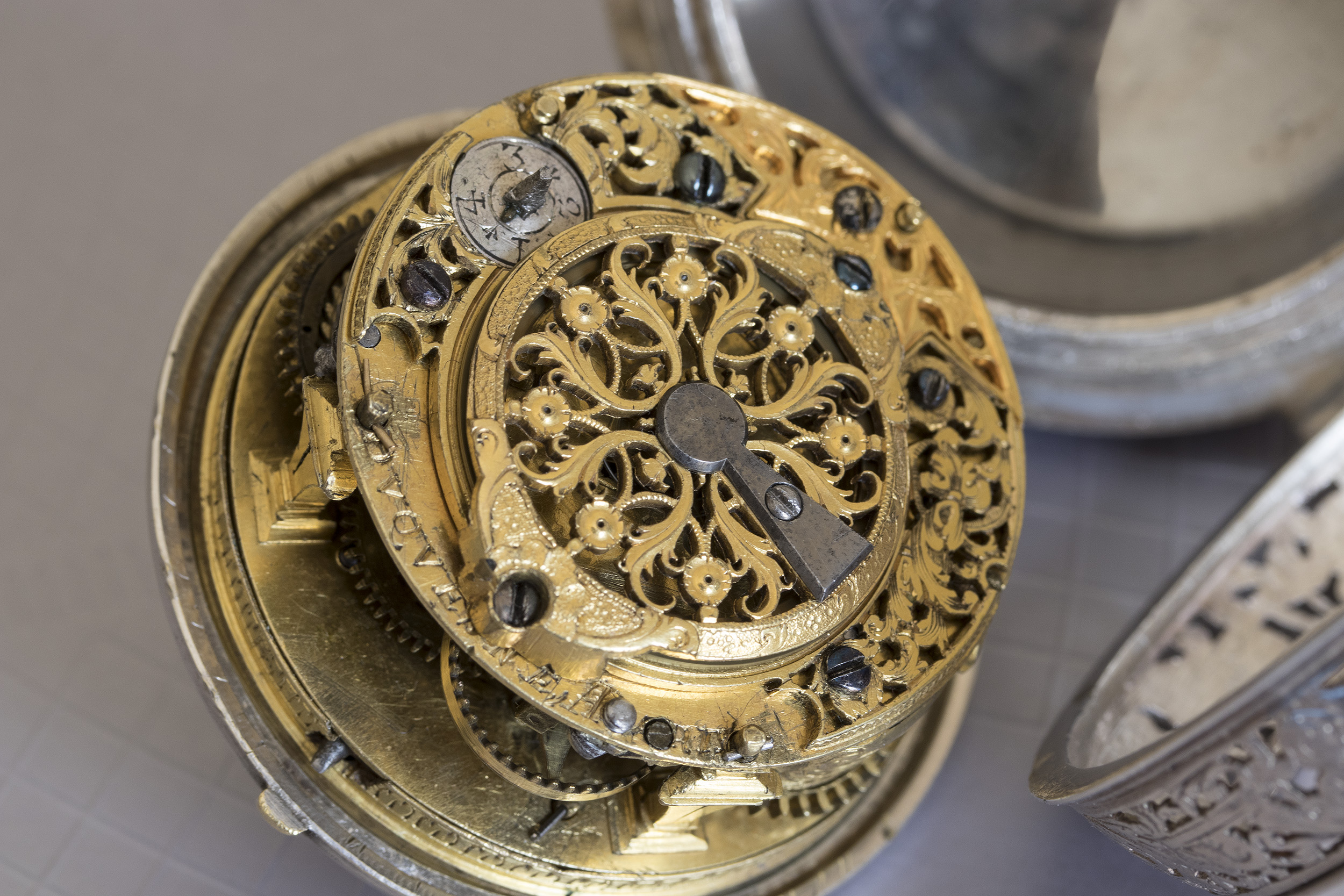 Un oignon alarme de 1700 signé Duquesne à Paris 47642281762_40a49e5c13_o