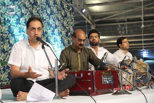 Devotional song by Varinder Vicky from Sant Nirankari Colony DL