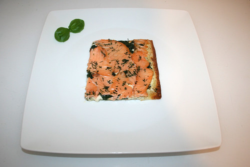 19 - Tarte flambée with smoked salmon, leaf spinach & pine nuts - Served / Flammkuchen mit Räucherlachs, Blattspinat & Pinienkernen - Serviert