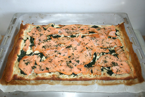 18 - Tarte flambée with smoked salmon, leaf spinach & pine nuts - Finished baking / Flammkuchen mit Räucherlachs, Blattspinat & Pinienkernen - Fertig gebacken