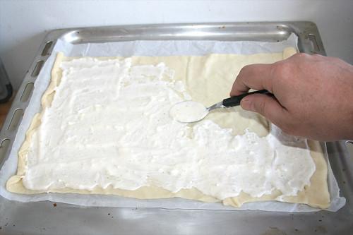 10 - Flammkuchenteig mit Creme fraiche bestreichen / Spread dough with creme fraiche
