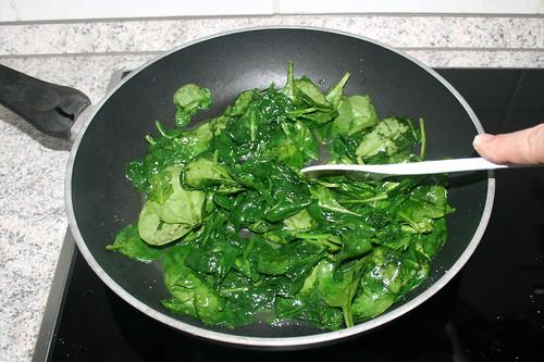 04 - Spinat zusammenfallen lassen / Let spinach reduce