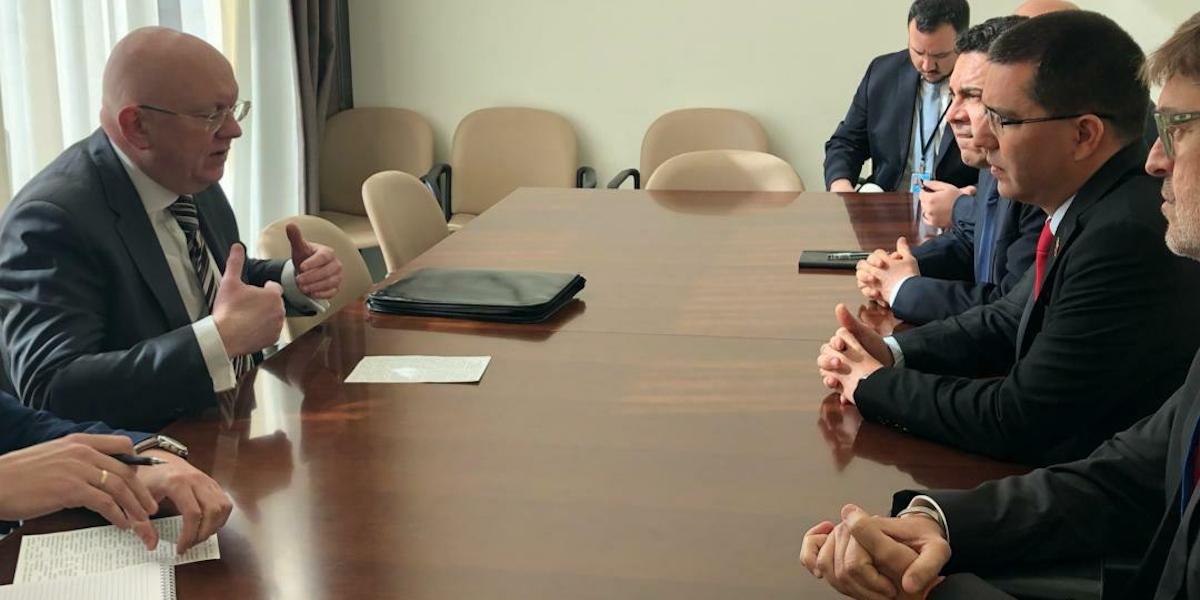 Canciller Arreaza se reúne en la ONU con embajador de Rusia