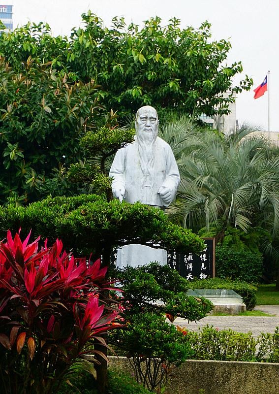 Statue in Zhongshan Park Taipei