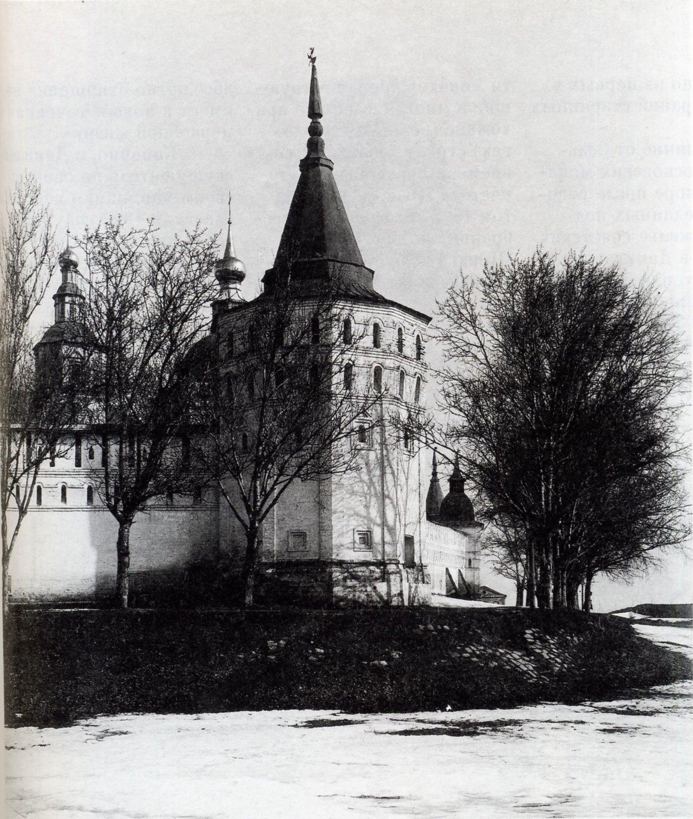 Поречная башня Данилова монастыря