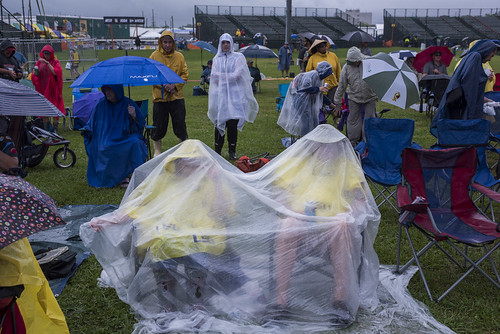 Staying dry at Jazz Fest day 1 on April 25, 2019. Photo by Ryan Hodgson-Rigsbee RHRphoto.com