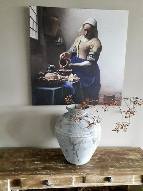 Kruik met rozenbottel schilderij melkmeisje