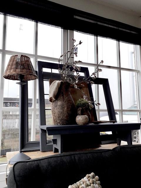 Vensterbank lijsten krukje lamp