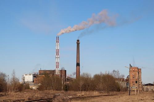Uus ja vana õlitünn / New and old oil retort in Kiviõli, Estonia