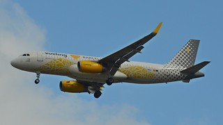 Vueling Airbus A320 @ HAM | by timur.tatlici