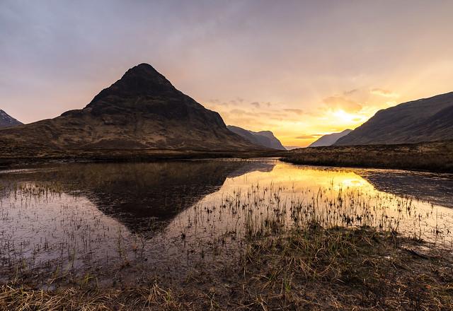 Buachaille Etive Beag across a Lochan na Fola