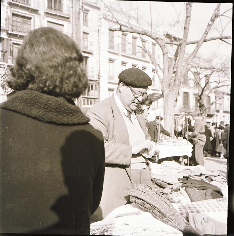 Mercadillo del Martes en Zocodover en los años 50. Fotografía de Victoriano de Tena Sardón