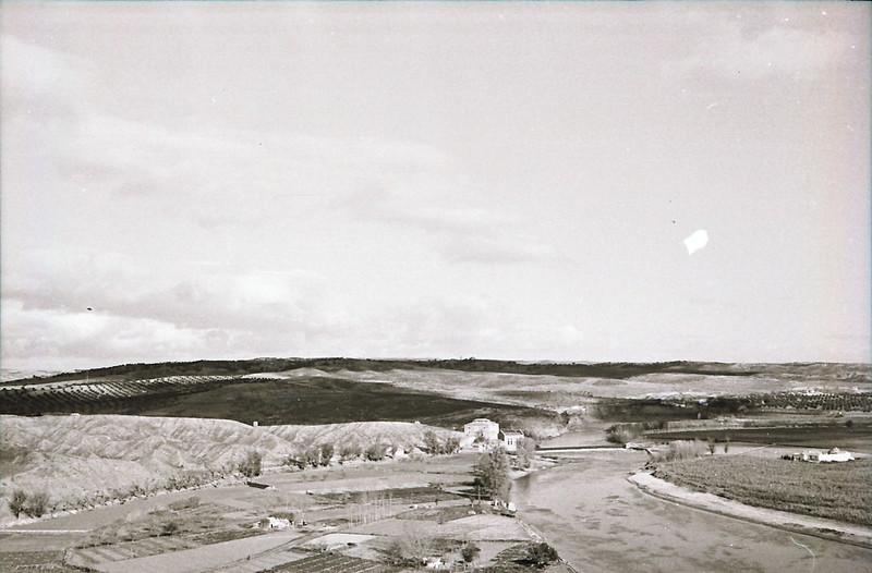 Vista del río Tajo y de la Playa de Safont en los años 50. Fotografía de Victoriano de Tena Sardón