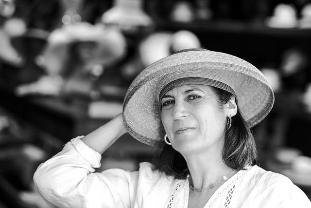 F9335 ~ Portrait of Manuela with a hat