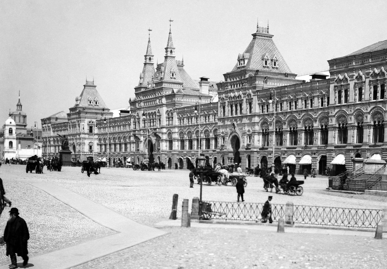 Вид от собора Покрова Божией Матери, что на рву (Храма Василия Блаженного) в сторону Красной площади