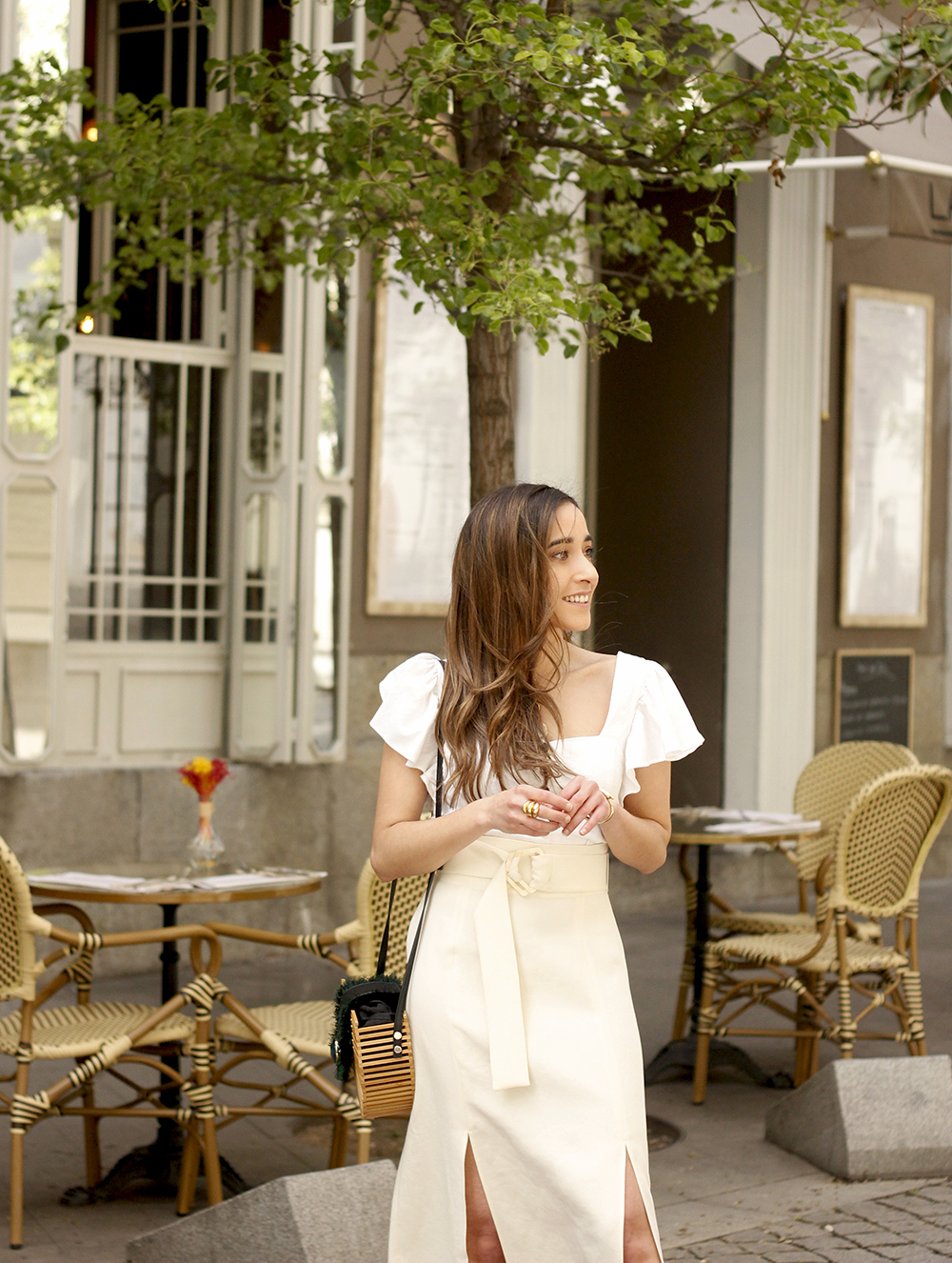 white linen skirt street style spring outfit17