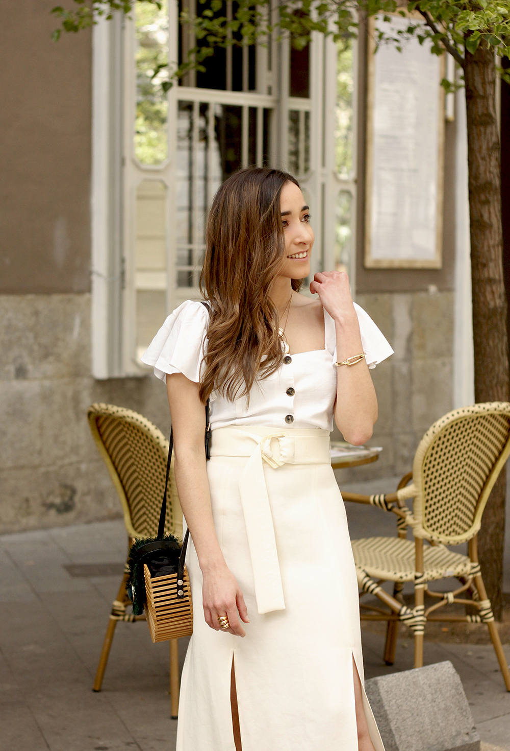 white linen skirt street style spring outfit13