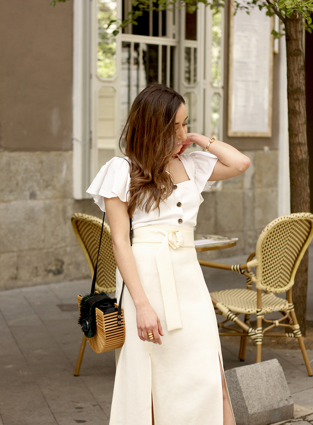 white linen skirt street style spring outfit12