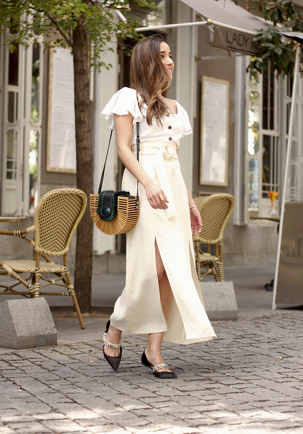 white linen skirt street style spring outfit8