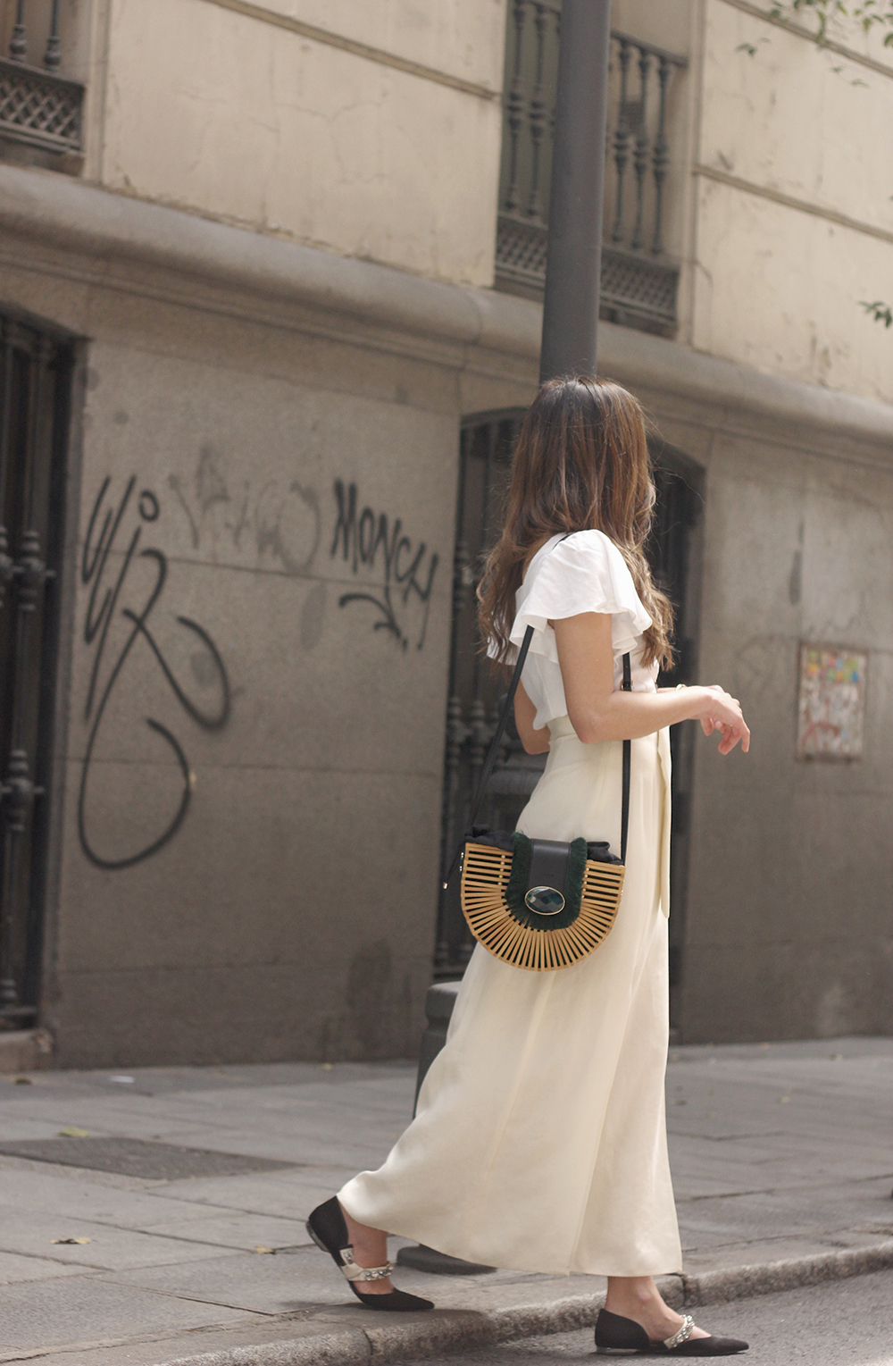 white linen skirt street style spring outfit2