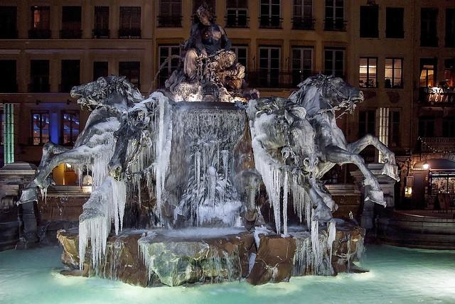 Lyon - La fontaine Bartholdi gelée.