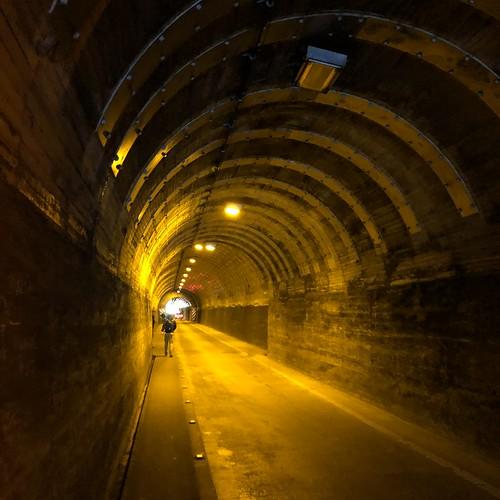 2019.4.28陣馬山〜高尾山縦走 藤野駅から陣馬登山口へ向かう途中のトンネル