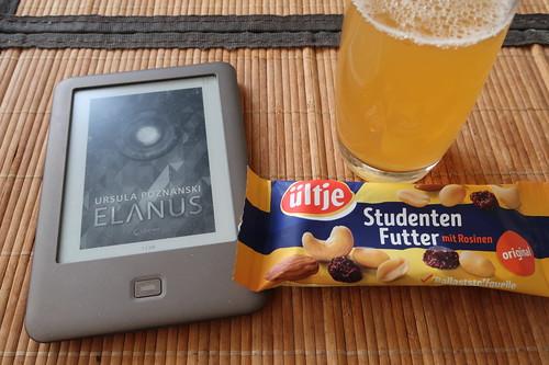 """Apfelsaft und Studentenfutter zur Lektüre des Jugendbuch-Thrillers """"Elanus"""""""