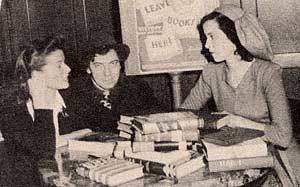 Katharine Hepburn y Chico Marx colaboraron con la Victory Book Campaign