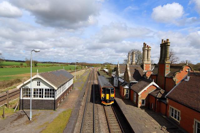 East Midlands Trains 153313