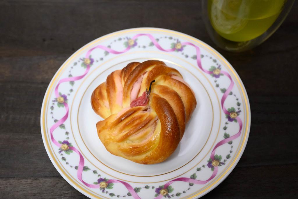 桜のツイストパン