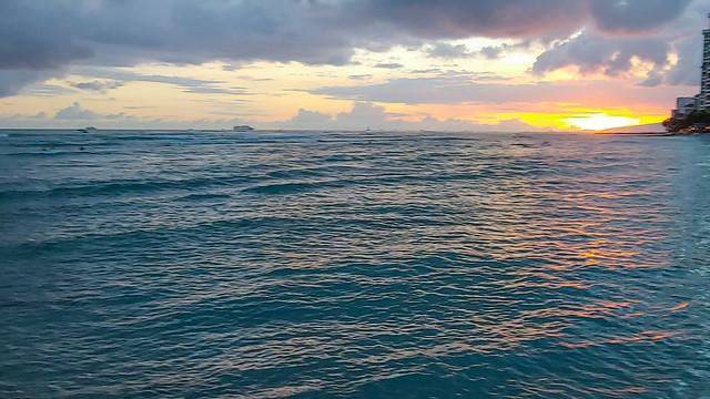 Hawai'i Sunset - Waikiki Beach - Honolulu, HI