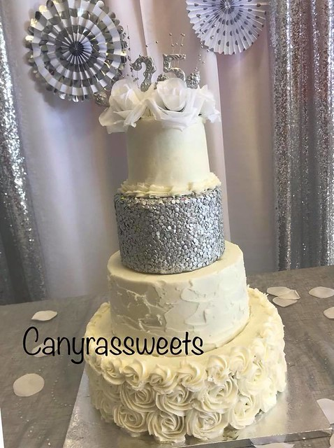 Cake by Canyras Sweets