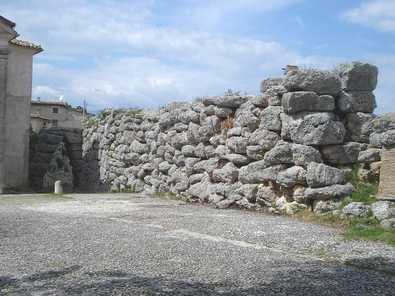 010-циклопические стены и арка Сесто Акуто