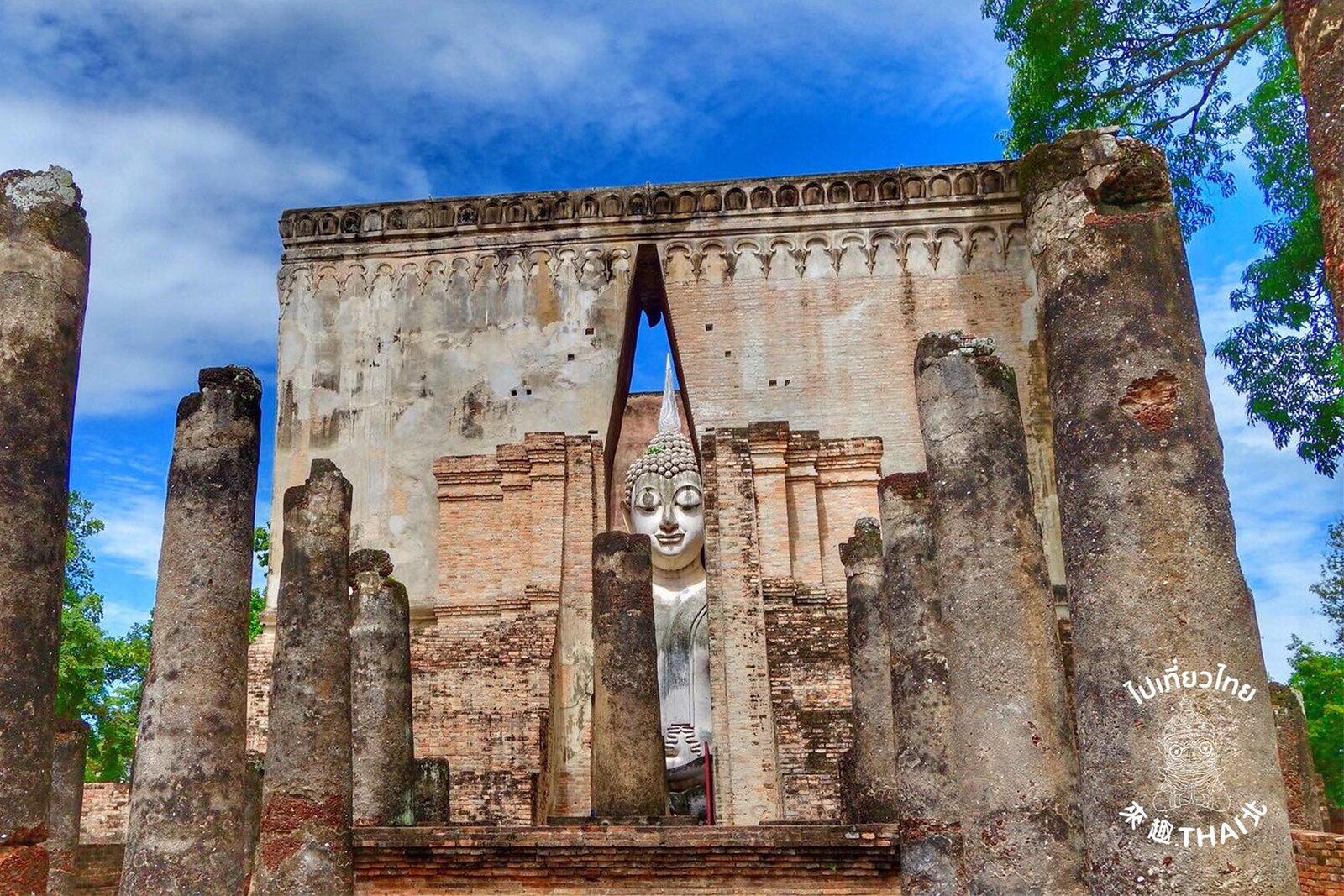 隙縫間的一抹微笑-西昌寺(Wat Si Chum)