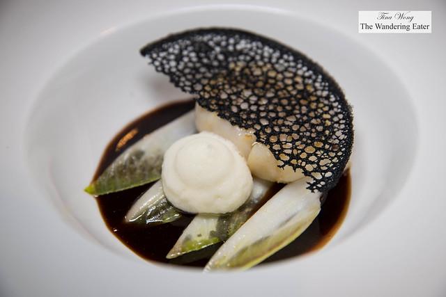 Roasted Hokkaido scallops, endive, cinnamon, star anise infused soy milk foam