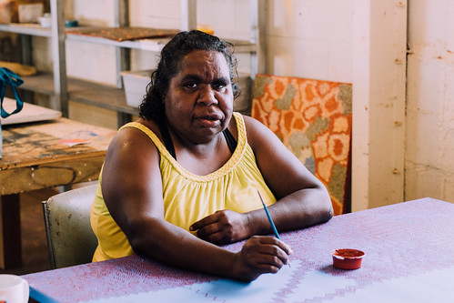 Featured Artist Kerryanne Phillipus Nakamarra of Papunya Tjupi Arts. Image courtesy of Papunya Tjupi Arts.