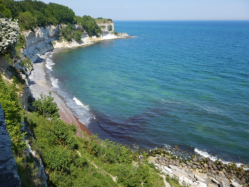The fish clay of the chalk cliffs of Stevns Klint curve along the edge of the ocean (Denmark)