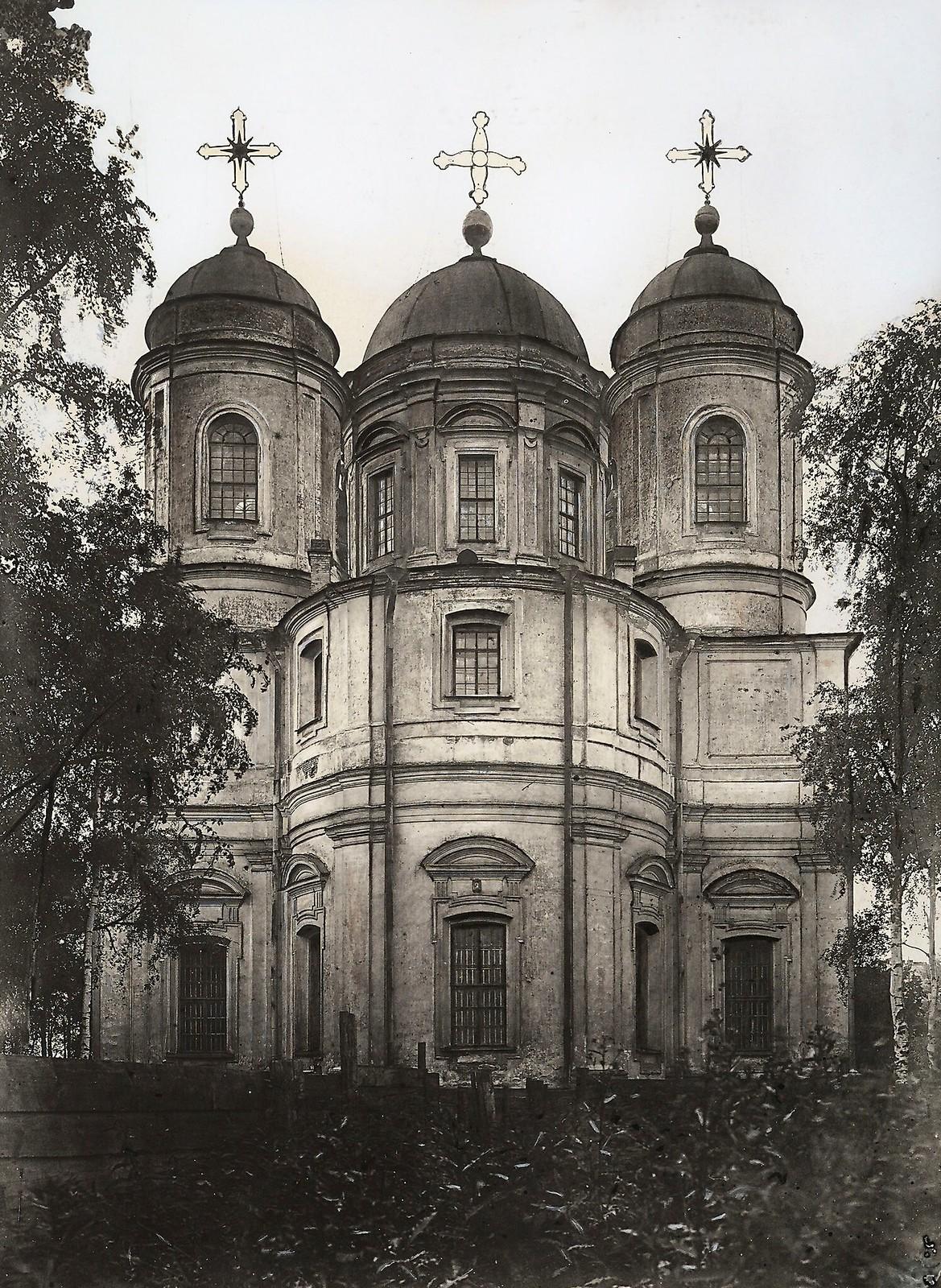 03. Вид на апсиду церкви Святого Владимира