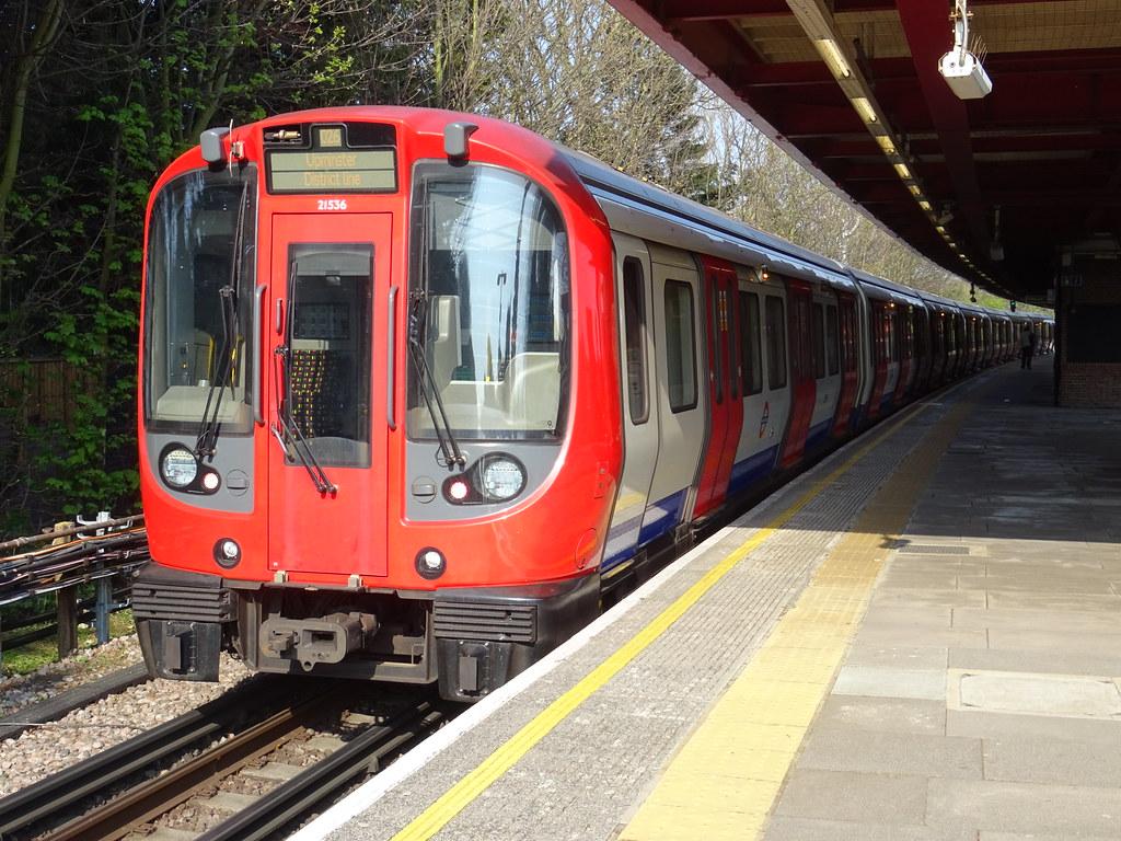 LU S7 Stock, 21536 @ Upminster Bridge   London Underground S…   Flickr
