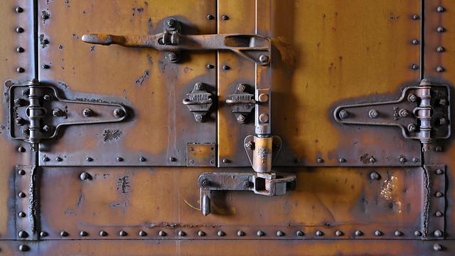 Reefer door hardware