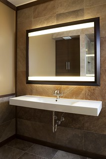 Bathroom-Mirror-and-sink
