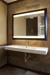 Bathroom-Mirror-and-sink