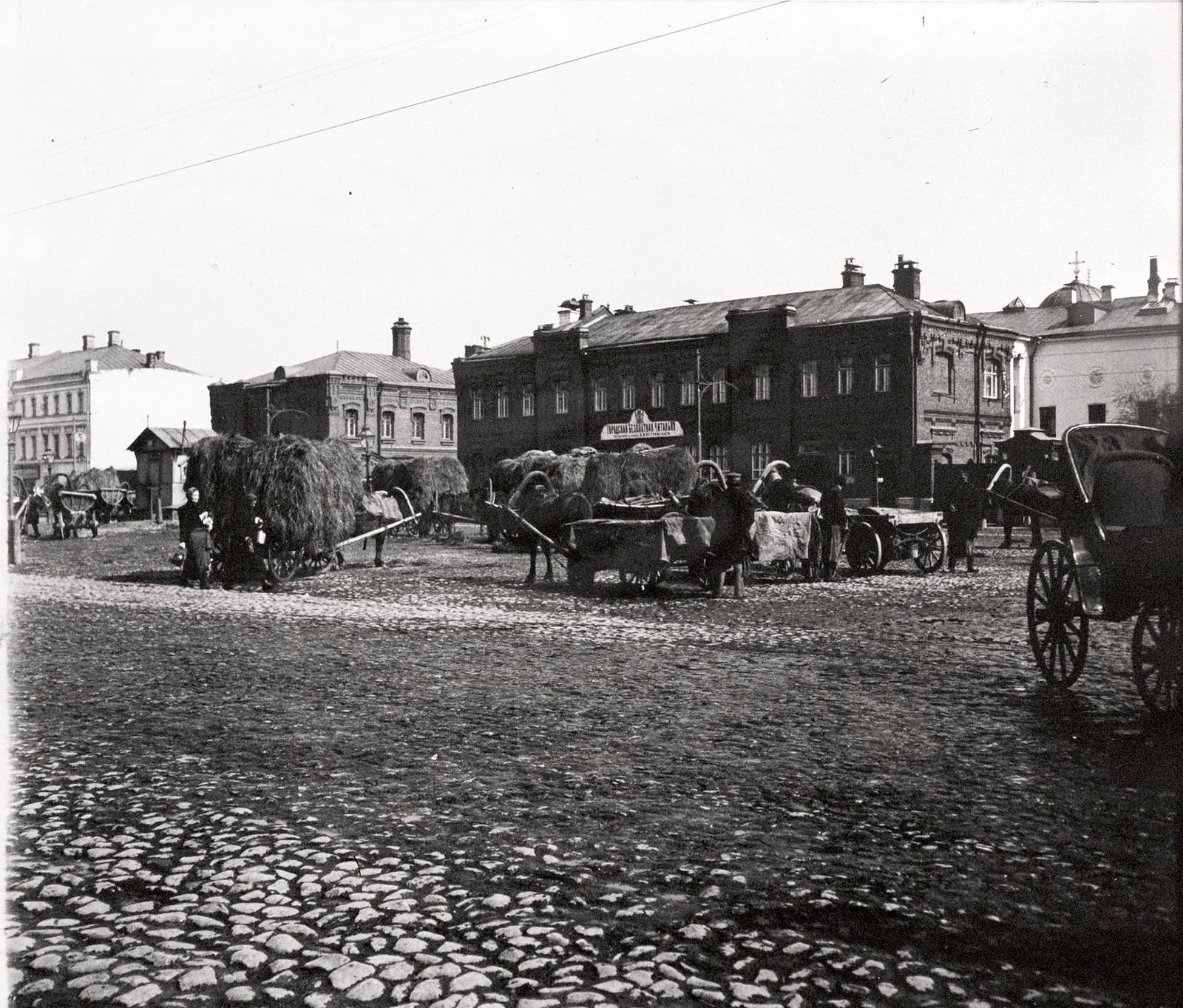 Сенной рынок у Рукавишниковского приюта