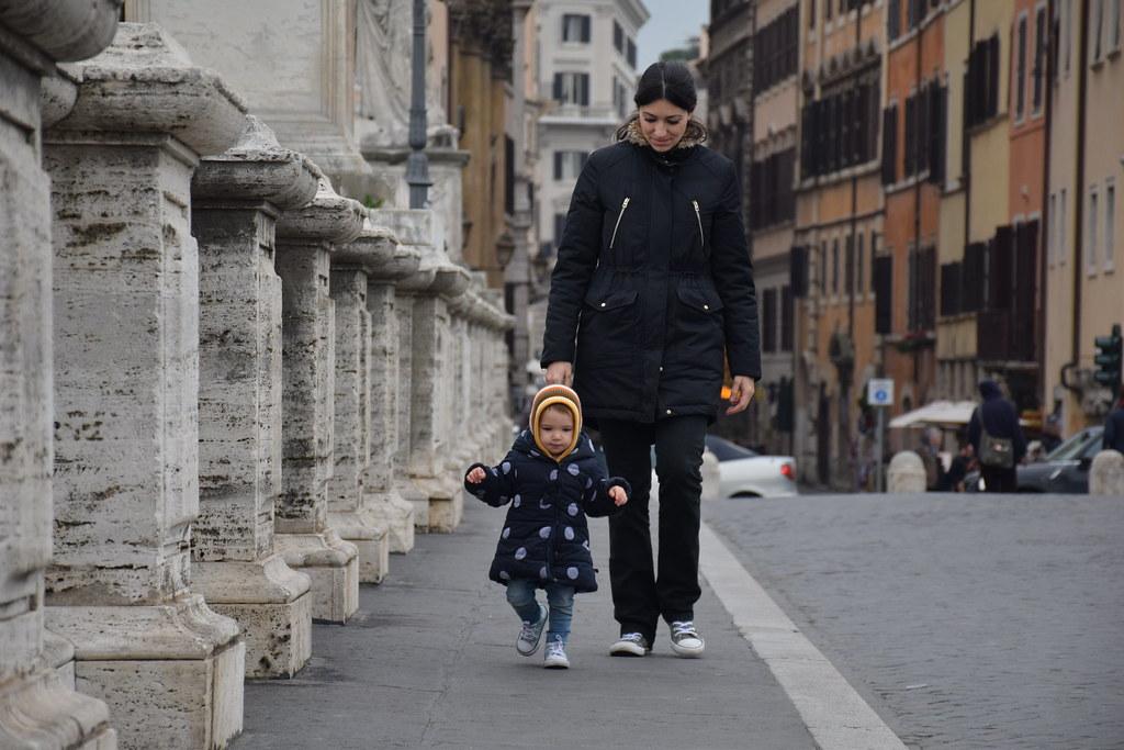 Caminando con Eva por Roma, embarazada de 5 meses