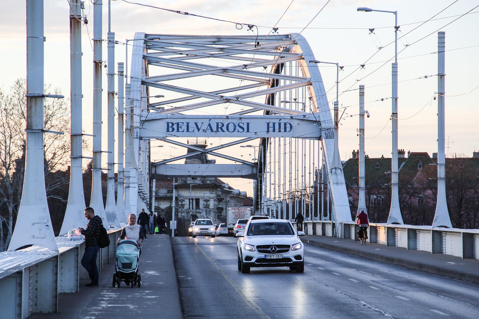 Éjféltől lezárják a Belvárosi hidat, holnaptól Hídivásár