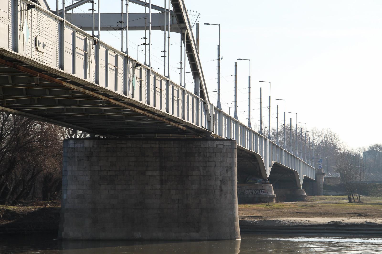 Félpályán lezárják a Belvárosi hidat nyár végéig